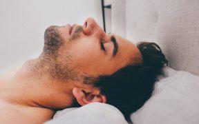 Czy chrapanie może prowadzić do bezdechu sennego?