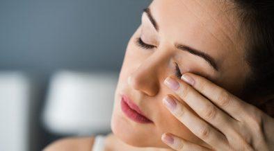 objawy zmeczenia na twarzy